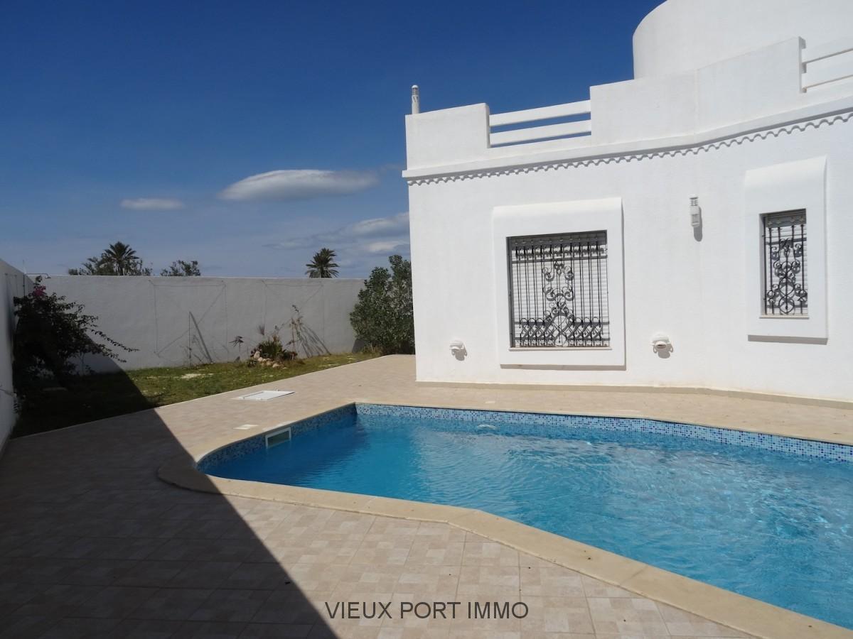 a vendre villa neuve avec piscine 100m bord de mer djerba