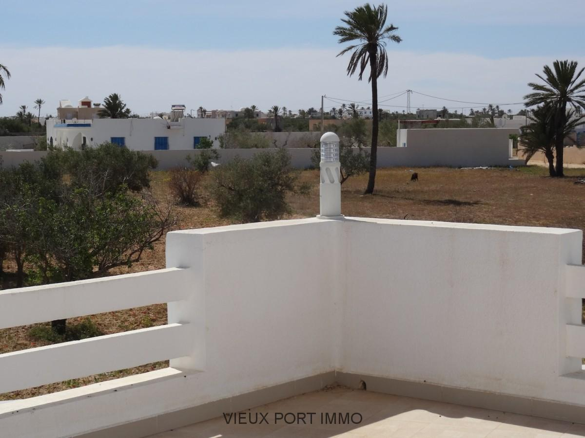 A vendre villa neuve avec piscine 100m bord de mer djerba for Villa neuve